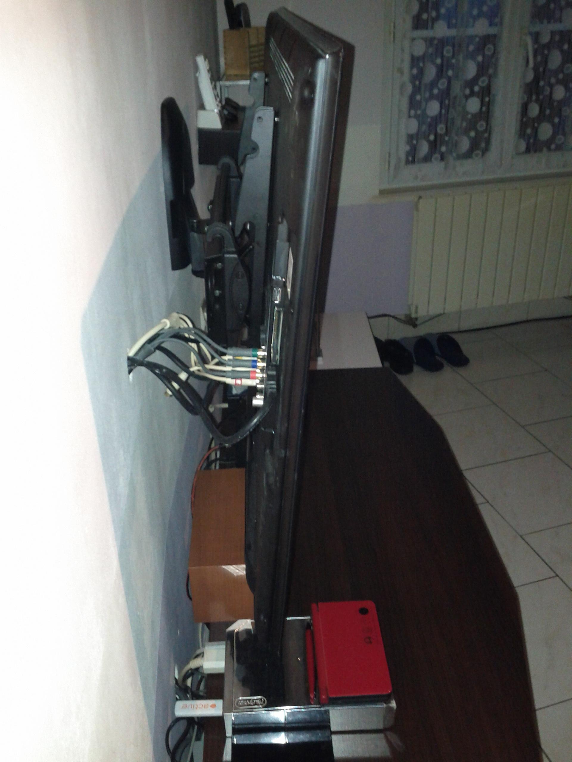 Installer Sa Tv Au Mur Conseils Astuces Et Photos Page 162  # Comment Accrocher Les Planches A Tv Au Mur